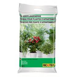 Ricoter terreau pour plante...